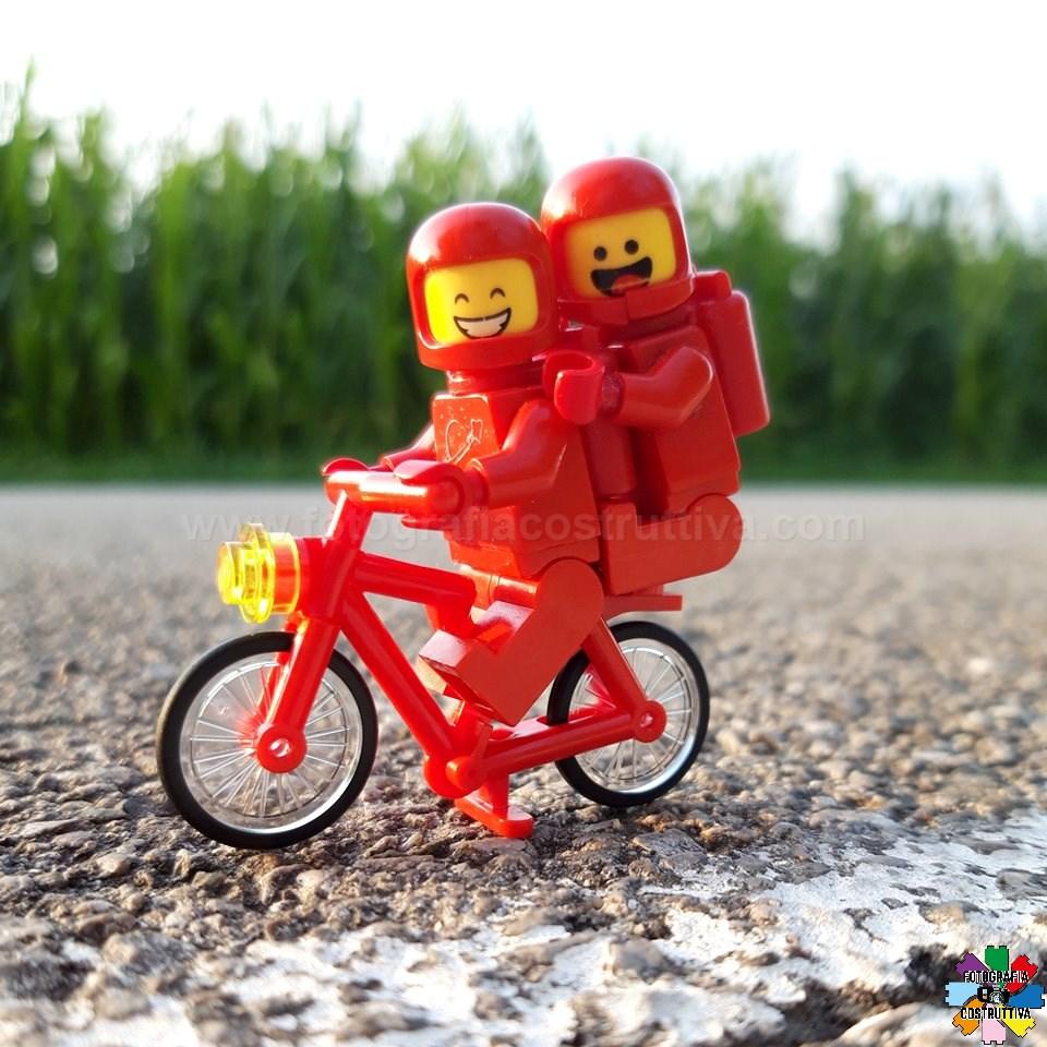23-07-2019 Nicola Trento 52 Loro sí che sanno come iniziare bene la giornata! Una bella pedalata con la nuova bici (anche lei rossa ovviamente) e via! Drin drin!!