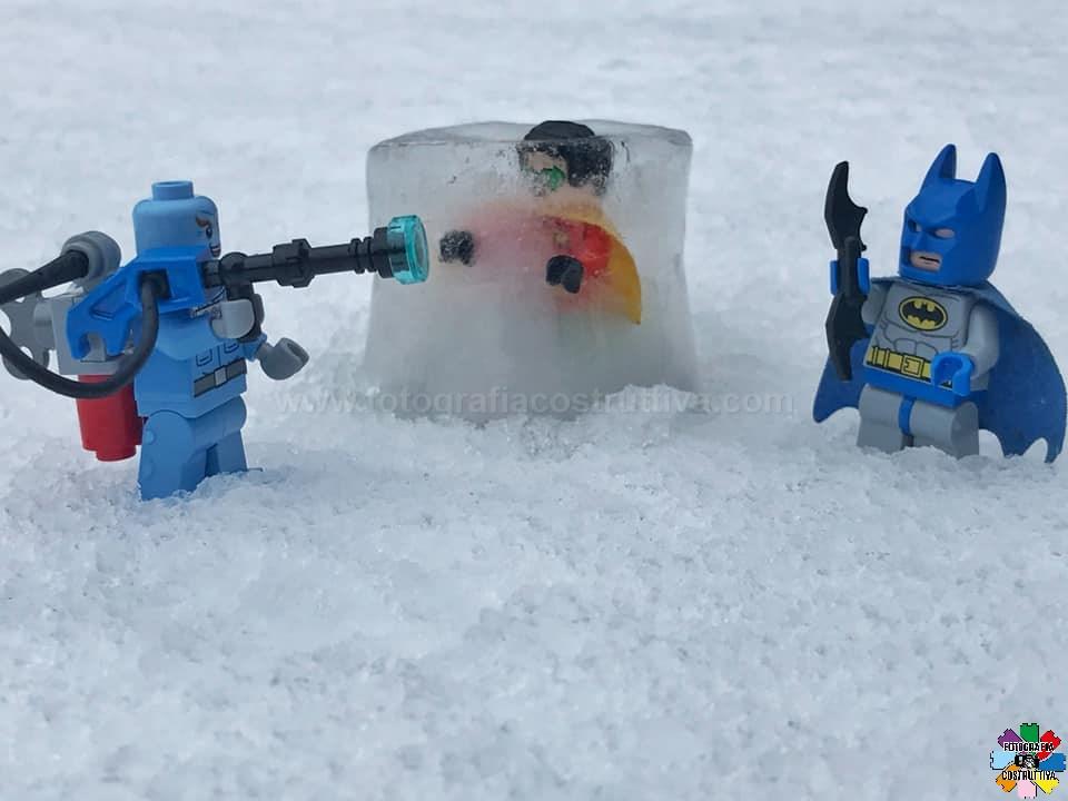 09-08-2019 Marco Bianchi 56 Oh no! Presto Batman! Robin è caduto nella trappola di Mr.Freeze!