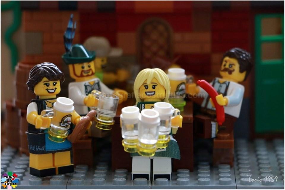 21-10-2019 Susanna Loris Lorandi 70 All'Oktoberfest, le Mädels ragazze signorine più brave riescono a portare fino a 15 boccali di birra in una sola volta!
