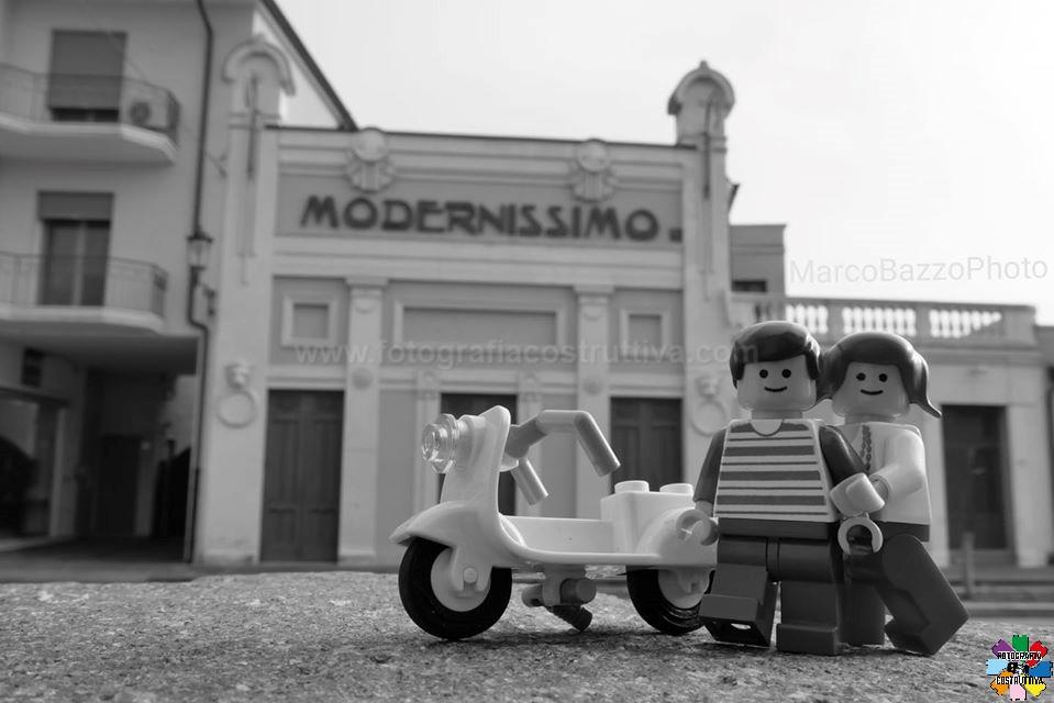 04-02-2020 Marco Bazzo 56 Giovani d'oggi davanti al teatro Modernissimo di Noventa Vicentina