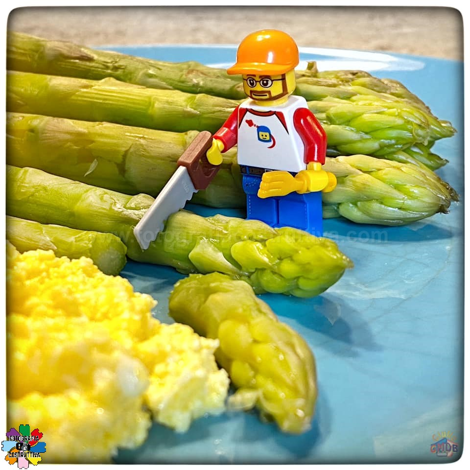 10-03-2020 Giulio De Bortoli 53 MiniG adora gli asparagi solo che mi ruba tutte le cime che sono la parte più gustosa 😋